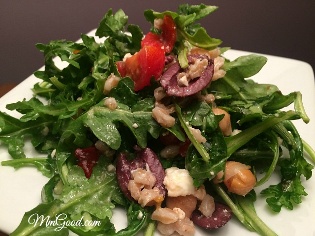 An amazing arugula salad with a healthy zesty lemon dressing | MmGood.com